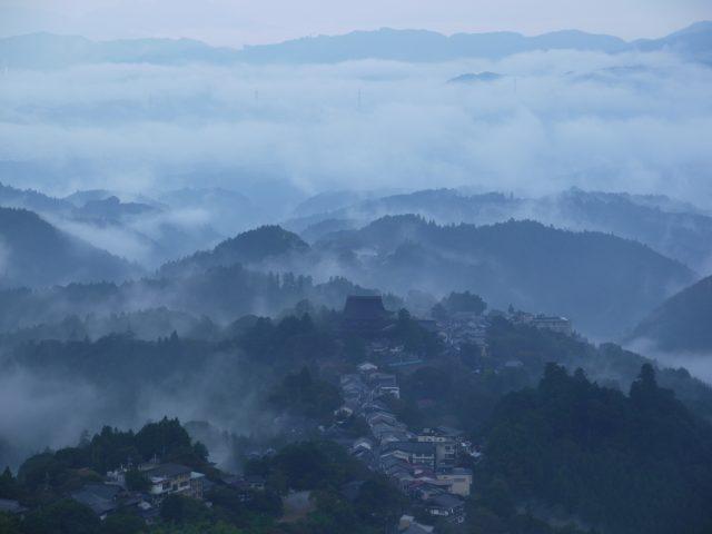 山霧沸き立つ吉野山