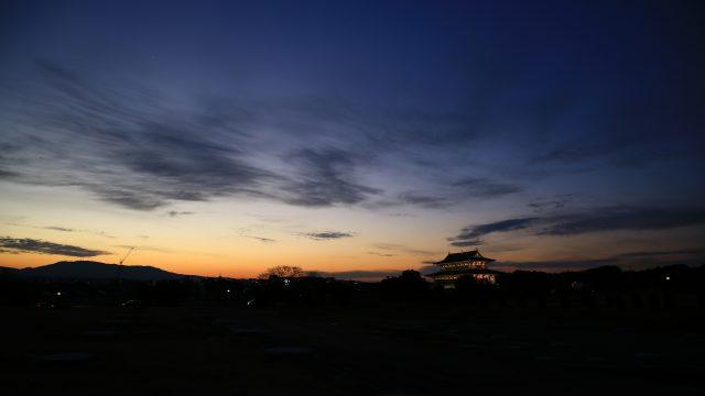 夕闇迫る平城宮跡