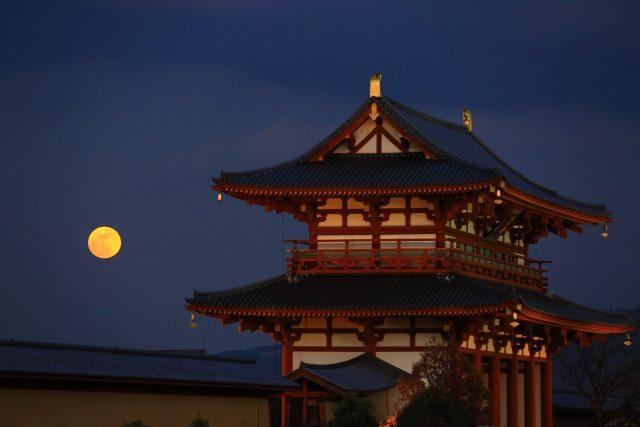 満月と朱雀門